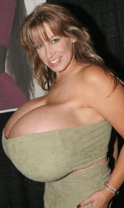 Chelsea Charms, record mondial des plus gros seins 2013. (photo 3)