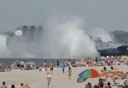 aeroglisseur_armee_russe_plage_touristes