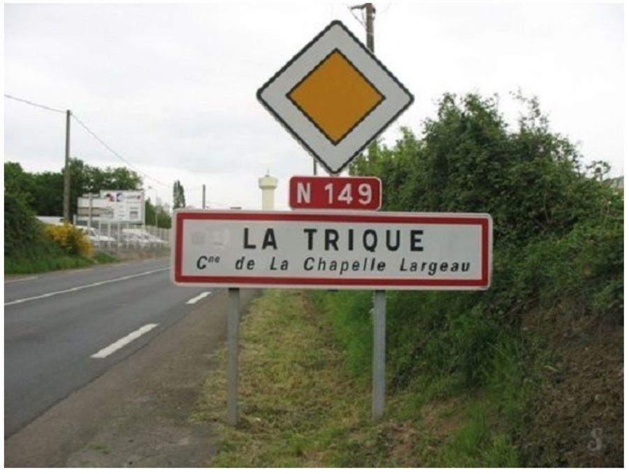panneau_village_la_trique_deux_sevres