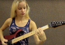 jeune_fille_blonde_vivaldi_4saisons_guitare_electrique